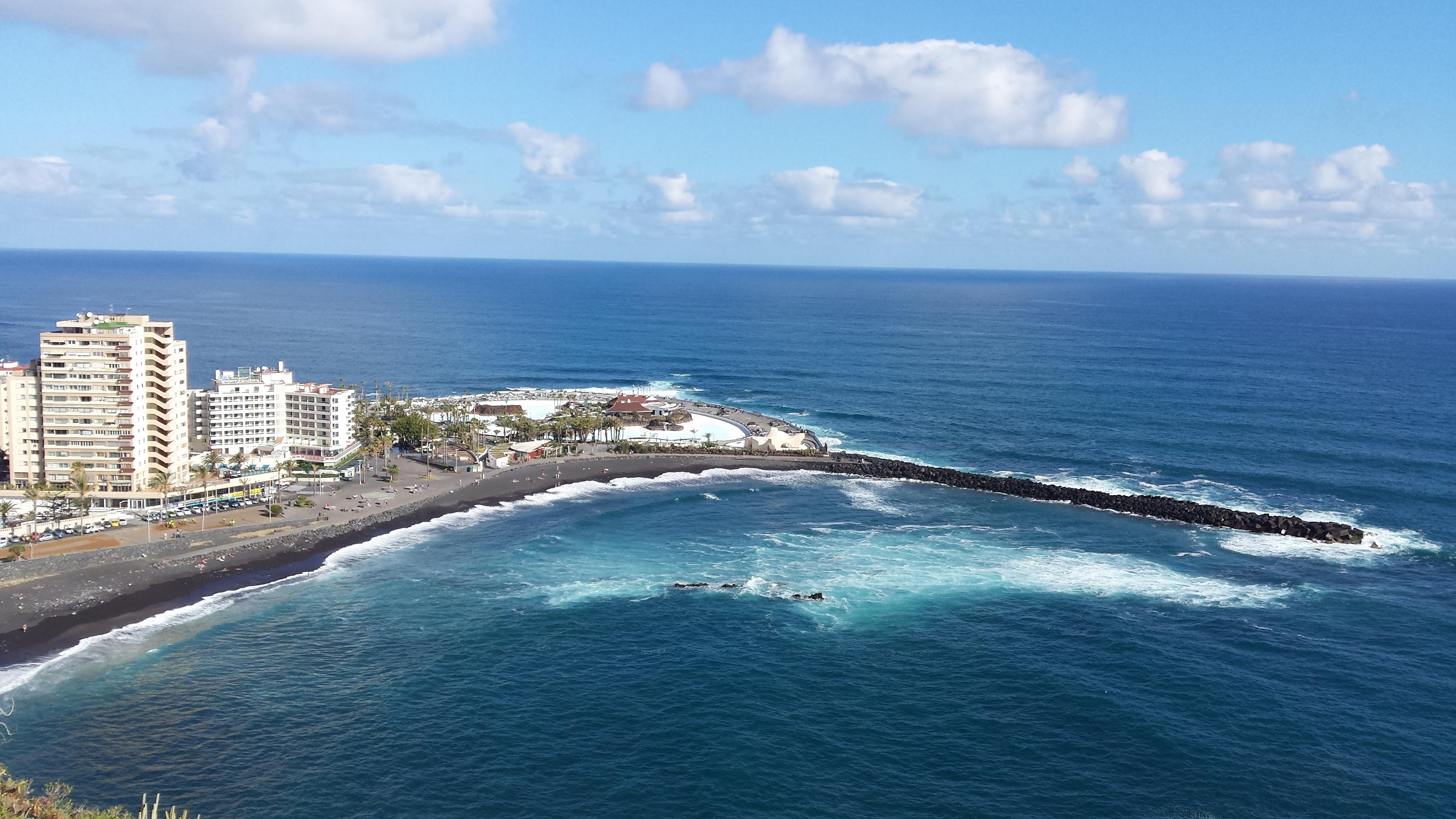 """(Español) Proyecto y dirección de obras para """"Adaptación de la ola del Lago Martiánez, en Puerto de la Cruz, para la práctica del surf"""""""